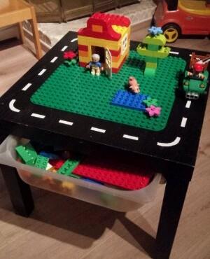 Ronde Lego Tafel.Leesvoer Klust Een Duplotafel Leesvoer